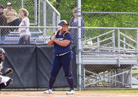Softball splits second straight series