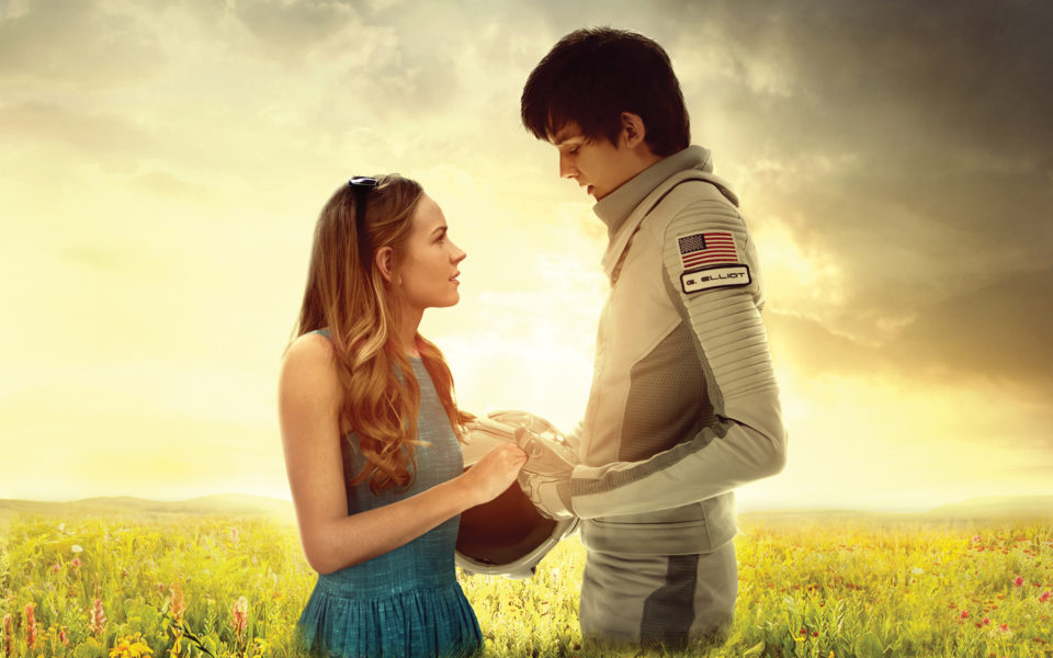 Tulsa (Britt Robertson) and Gardner (Asa Butterfield).