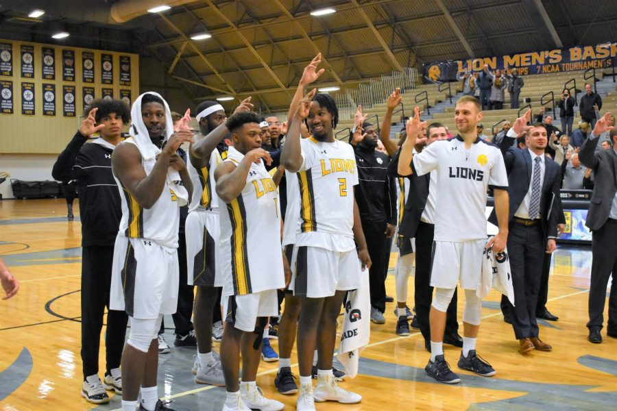 A&M-Commerce men's hoops celebrate a victory | Photo by Ashley Tuppen