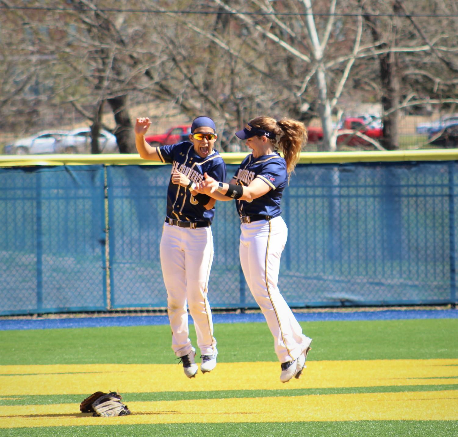 Nunez+and+Kilcrease+jump+in+the+outfield+%7C+Joseph+Miller