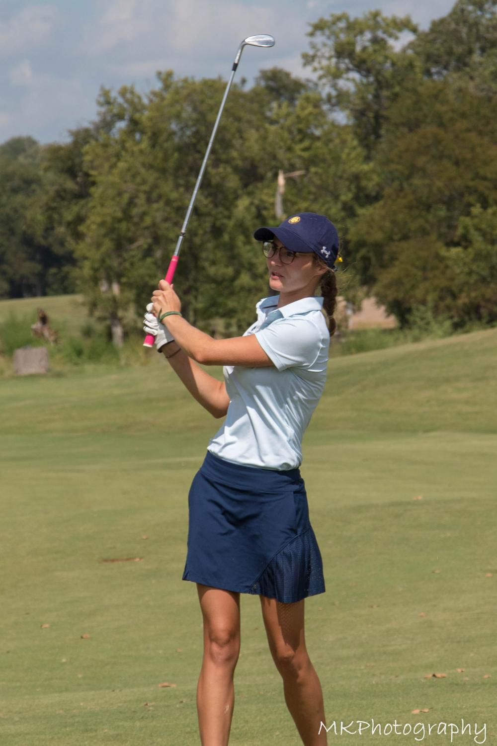 Sophie-Charlott+Hempel+pitches+a+wedge+shot+on+the+18th+hole+at+the+Texan+Invitational+%7C+Tyler+McDonough