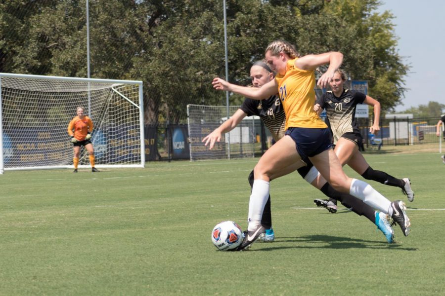 Lions F Kara Blasingame blasts past two Hornet defenders   Joseph Miller
