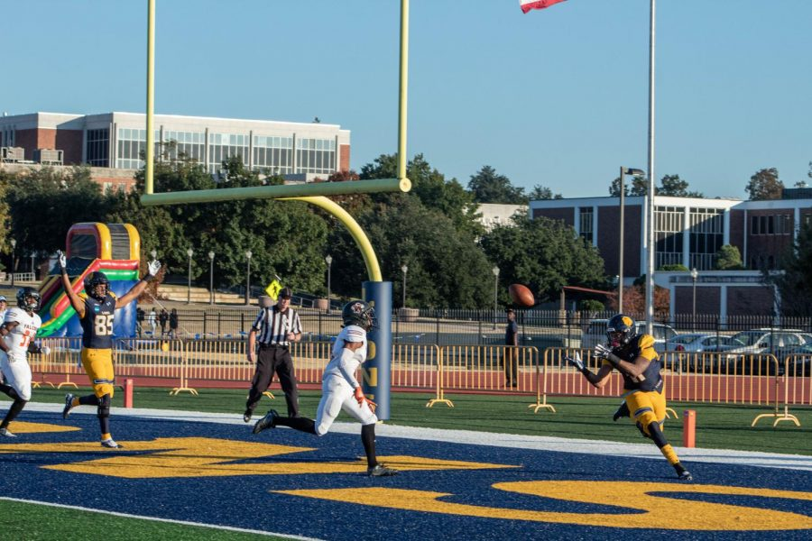 Tight+End+Tyler+Guice+catches+a+touchdown+from+Miklo+Smalls+%7C+Photo+by+Bri+Jolley