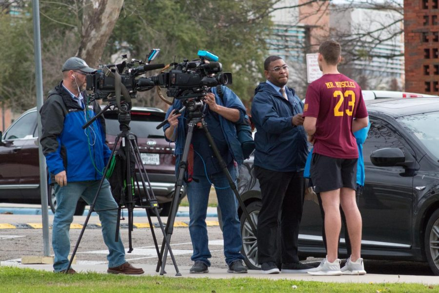 Fox+4+News+crews+interview+students+ahead+of+the+press+conference.
