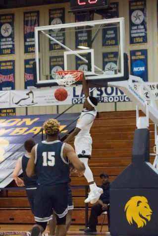 Dunk by Darnell Wright over a UAFS defender
