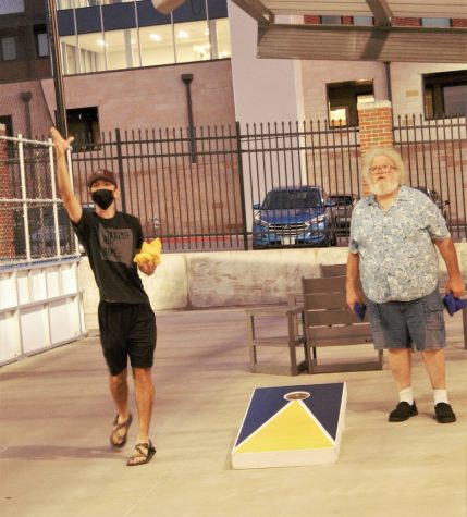 Intramural sports hosts cornhole tournament